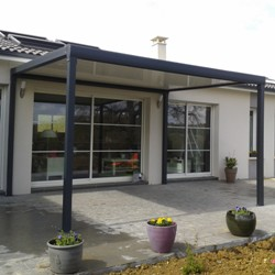 Pergola bioclimatique pour terrasse